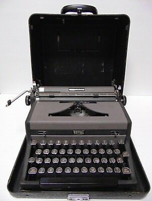WORKS Vintage 1948  ROYAL QUIET DELUXE PORTABLE TYPEWRITER GLASS TOMBSTONE KEYS