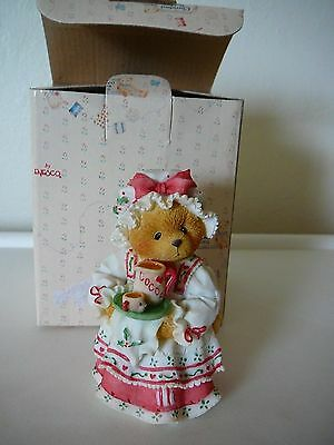 """Cute 1995 Priscilla Hillman """"Holly A Cup Of Homemade Love"""" Cherished Teddies"""