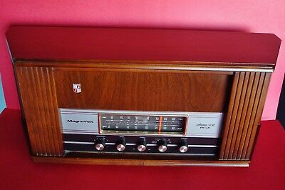 WORKING Vintage Magnavox Model-OFM026 Stereo FM / AM Tube Radio w/ Solid Walnut