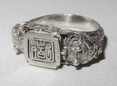 19th CENTURY CHINESE SILVER RING WITH A SEAL