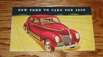 1939 Ford V-8 Car Sales Brochure 39 De Luxe Coupe Convertible Sedan