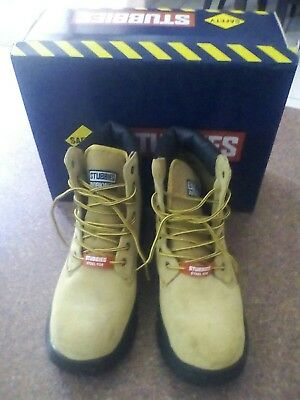 safety work boots size 11 as new in original box