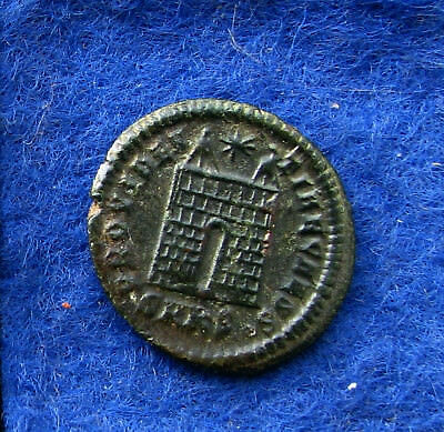 AE-Follis CONSTANTIUS II. Mzst: Cyzicus. Lagertor. Rs. vorzüglich. Patina.