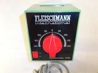 Fleischmann International HO Trafo 220 V grün Nr. 6750