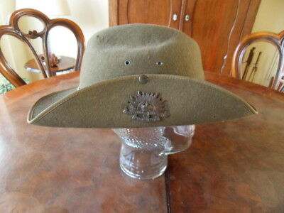Australian Army WWII slouch hat with bronze badge