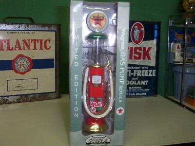 Gearbox Collectibles Wayne Texaco Sky Chief Gas Pump Replica
