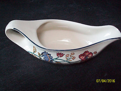 Carmague Boots Gravy Boat + 4 Carmague Place Mats