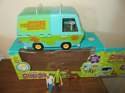 SCOOBY-DOO Mystery Machine Play Set Scooby, Shaggy, and Fred