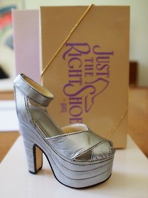 MIB JUST THE RIGHT SHOE Raine SILVER CLOUD #25007 Retired Miniature Collectible