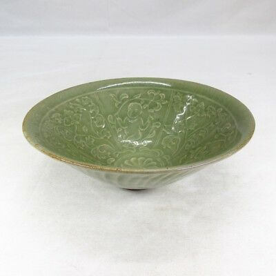 B919: Chinese bowl of blue porcelain with good pattern of relief and SHINOGI