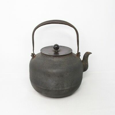 B990: Japanese old iron kettle TETSUBIN made by the CHAGAMA metalworker