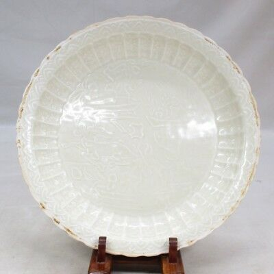 D037: Chinese plate of white porcelain with relief pattern of TOKKAYO style