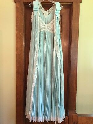 VTG LUCIE ANN Ceylon PLEATED Peignoir Robe Nightgown Negligee Chantilly Lace S/M