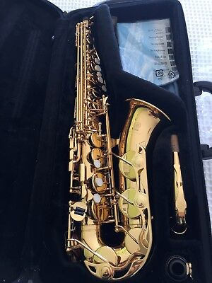 Yamaha YAS-275 Saxaphone in exceptional condition, with all accessories.