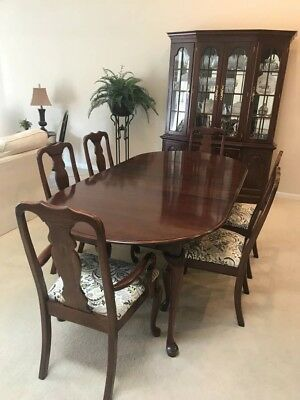 Dining Room Set with China Cabinet in Excellent Condition