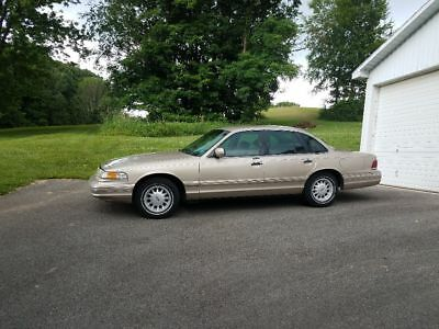 1997 Ford Crown Victoria  1997 Ford Crown Victoria
