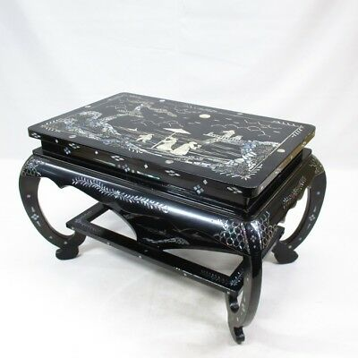 D179: Chinese lacquered decorative stand with good inlaid mother-of-pearl work