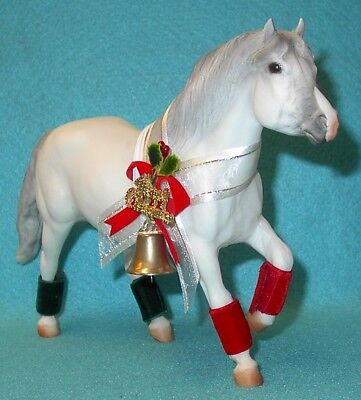 Breyer Traditional Snowball The Christmas Pony #702197 New 97 1St In Series