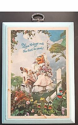 """1980 HALLMARK WOOD PLAQUE MISS PIGGY """"LOVE BRINGS OUT THE BEST IN MOI"""" 5""""x7"""""""