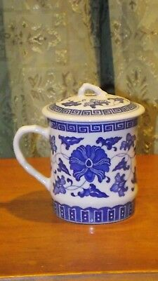 Chinese Porcelain Blue & white w/ Flowers Tea Cup/Mug with Lid made in China