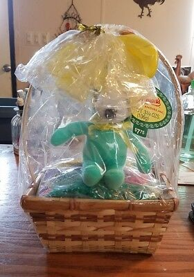 peanuts small snoopy easter basket