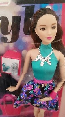 Barbie  Part Articulated Style Glam  Night Lea / Teresa Asian  Doll
