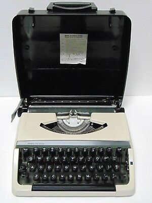 Working Old Vintage 1970s SEARS PORTABLE TYPEWRITER MADE IN JAPAN (NEEDS RIBBON)