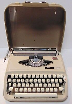 Works Vtg 1970 MONTGOMERY WARDS SIGNATURE 300T PORTABLE TYPEWRITER MADE IN JAPAN