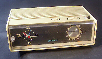 Vintage Midland International 11-365  AM/FM Radio Alarm Clock