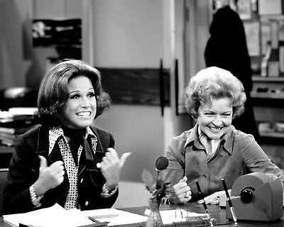 Mary Tyler Moore And Betty White On Set In 1975 - 8X10 Quality Photo Print