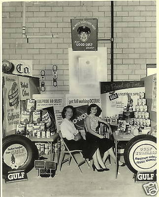 VINTAGE GOOD GULF GAS OIL TIRES 2 GALS 1940's PHOTO