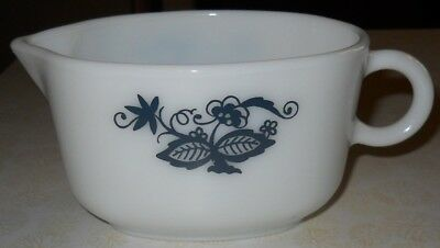 Vintage Pyrex Corning Old Town Blue Gravy Boat 3'' High Corelle