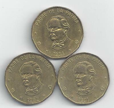 3 DIFFERENT 1 PESO COINS from the DOMINICAN REPUBLIC (1991, 1992 & 1993)