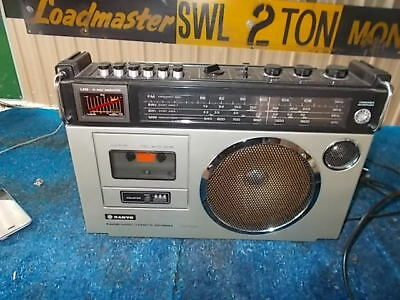 VINTAGE 1970s SANYO TAPE PLAYER RADIO MODEL NO.M2580K