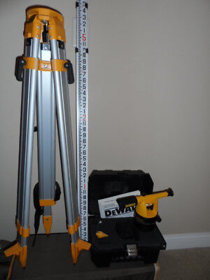 DeWalt Builder Level DW090 /w Case, Heavy Duty Tripod DW0737 & Grade Rod DW0748