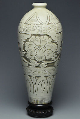 Fine Chinese Cizhou Sgraffiato Vase And Stand