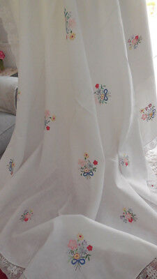 """Very Pretty Vintage White Linen & Lace Hand Embroidered Lg Tablecloth 60x62"""""""