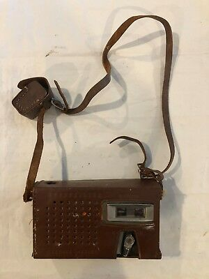 Vintage Channel Master TR Deluxe Transistor Radio and Case