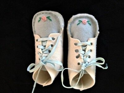 VINTAGE HANDMADE FELT BOOTIES /SHOES for BABY INFANT or DOLLS, in ORIGINAL BOX