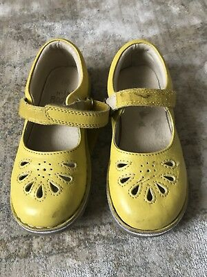 a93eb75750d8 MINI BODEN GIRLS Yellow Leather Mary Jane Shoes New Size 30 - £10.00 ...