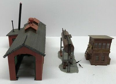 HO scale Lot Of Buildings  vintage model railroad. Engine House And Others Lot 2