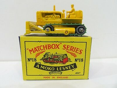 Matchbox Series No. 18 Caterpillar Tractor / Bulldozer with Driver / NEU in OVP