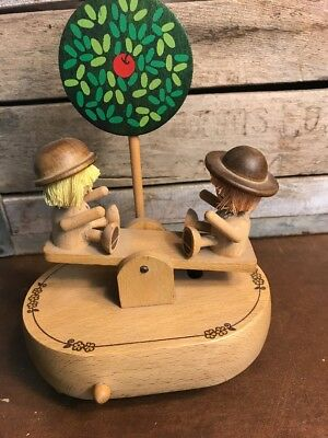 VINTAGE SCHMID WOODEN SEE SAW MUSIC BOX Little Green Apples - Japan