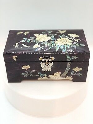 Beautiful Vintage Korean Lacquerware Ring Jewelry Box Inlaid Mother of Pearl