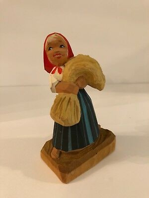 henning norway vintage small girl carrying wheat figurine