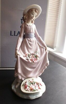 "LLADRO ""Flowers in the Basket"" #5027 girl standing ORIGINAL BOX, MINT"
