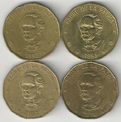 4 DIFFERENT 1 PESO COINS from the DOMINICAN REPUBLIC (1992, 1993, 2002 & 2004)