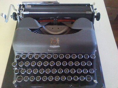 RARE FIND VINTAGE  IMPERIAL TYPEWRITER GOOD COMPANIAN 3 MODEL T 50s  IN CASE