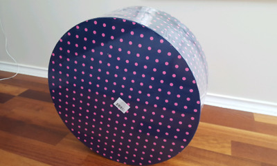 Gift boxes / hat boxes (4 in a set)