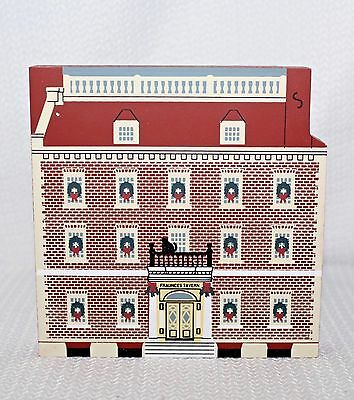 "95 Faline Cat's Meow ""Fraunces Tavern"" New York Christmas Shelf Sitter Signed"